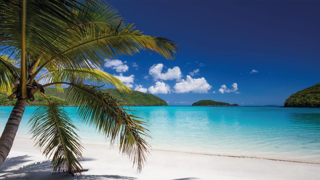 Tropisch strand en uitzicht