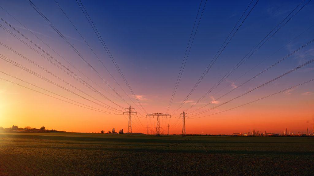 Uitzicht industrieel zonsondergang stroommast